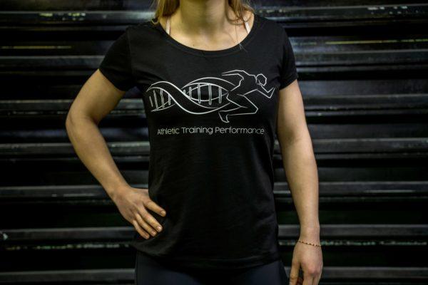 Le t-shirt ATP femme en noir de face.