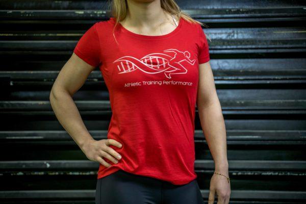 Le t-shirt ATP femme en rouge de face.