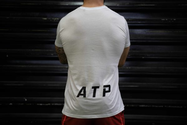 Le t-shirt ATP homme en blanc de dos.
