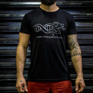 Le t-shirt ATP homme en noir de face.