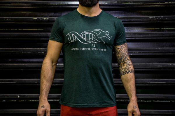Le t-shirt ATP homme en vert de face.